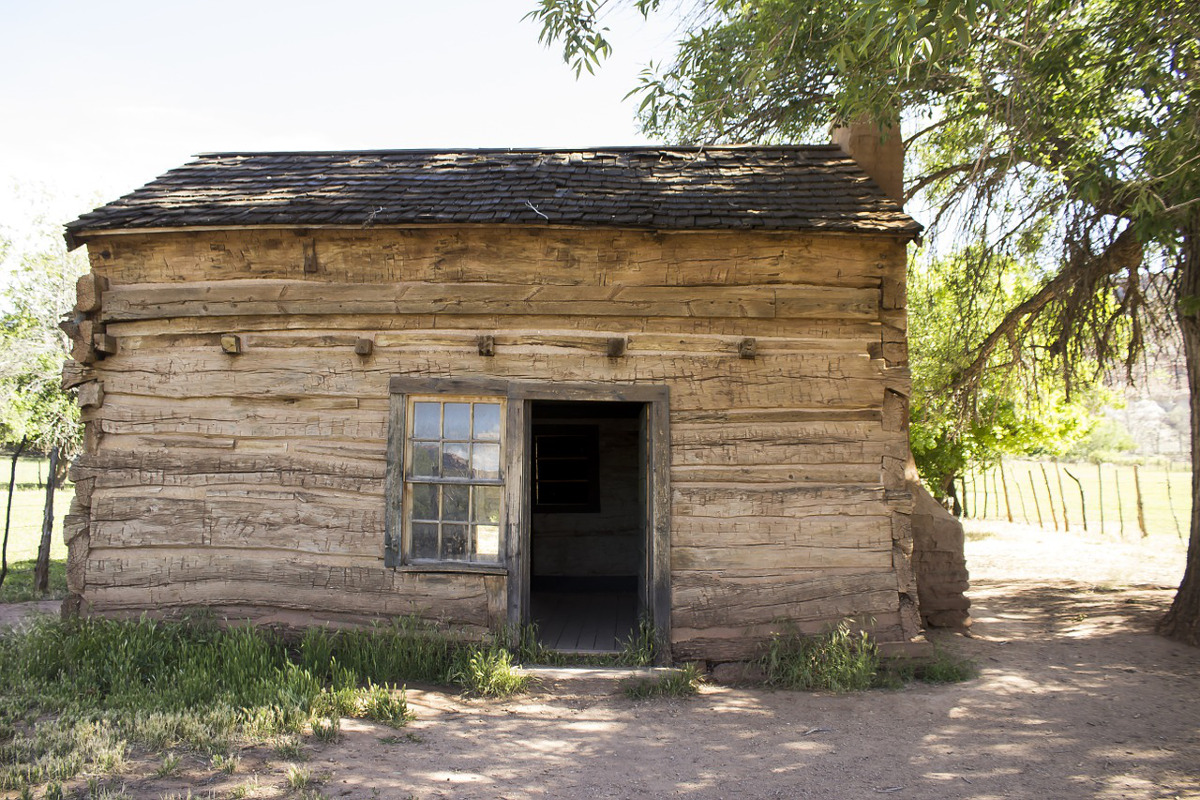 old homestead cabin